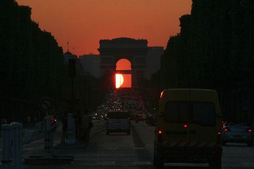 Atentatele de la Paris